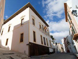 Can Botino hoy alberga la alcaldía de la ciudad, el salón de plenos y el archivo histórico