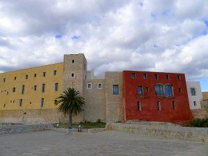 El Castillo desde el baluarte de Sant Bernat, con la torre del homenaje