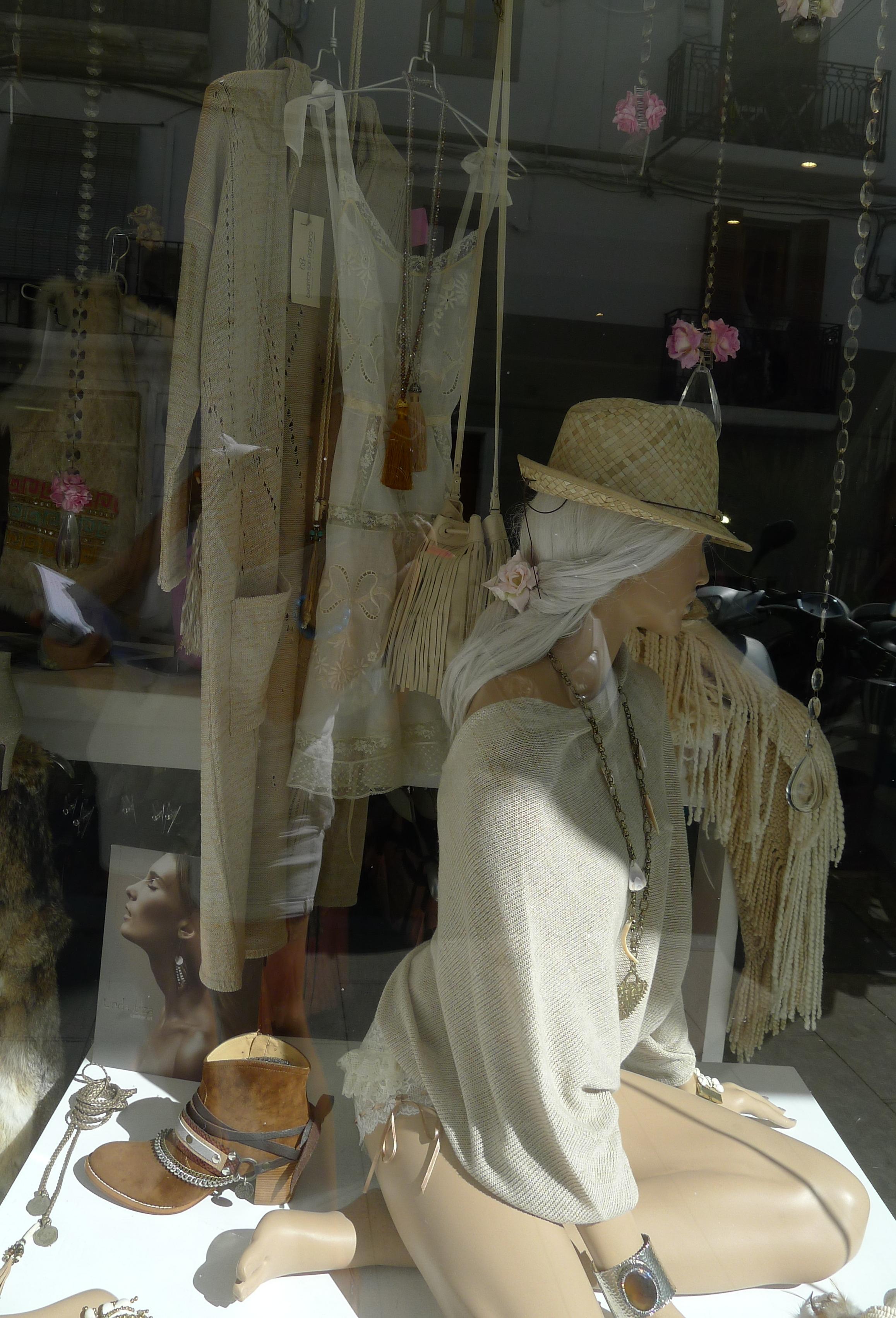 En Ibiza Das se puede comprar diseños y ropa de firmas Adlib