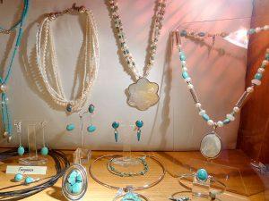Muestra de articulos de joyería de  Virginia Ferrer
