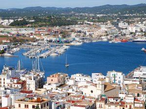 El barrio de la Marina y el puerto, desde las murallas