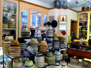 La centenaria sombrerería Bonet matiene sus puertas abiertas desde 1916