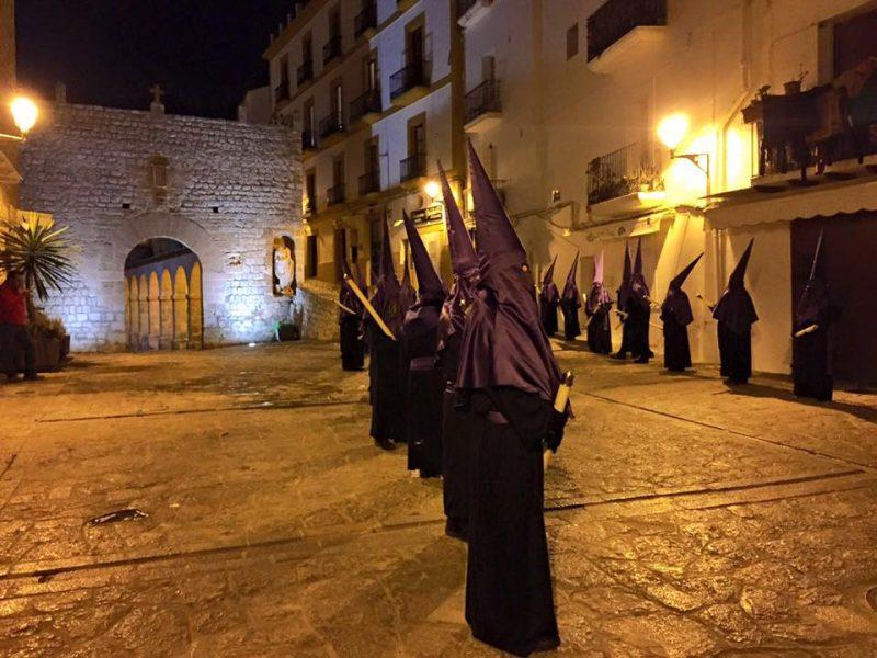 procesion-en-dalt-vila