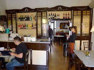 El Bar San Juan se mantiene como era hace un siglo