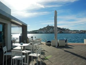 El restaurante Calma está en el puerto deportivo Marina Ibiza