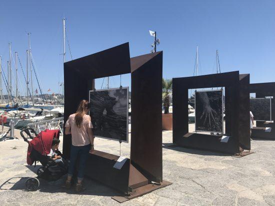 Exposición de Sebastiao Salgado en el puerto de Eivissa