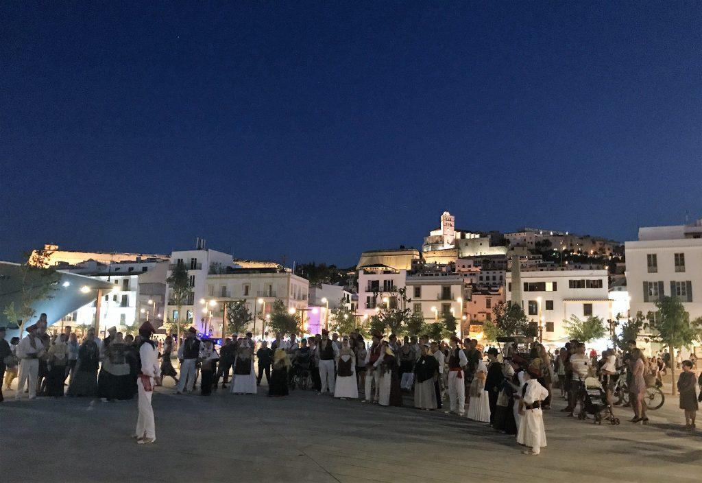 Baile payés en el Puerto de Ibiza
